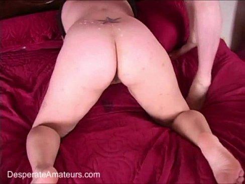 Gordinha gostosa desesperada por sexo transa com três .
