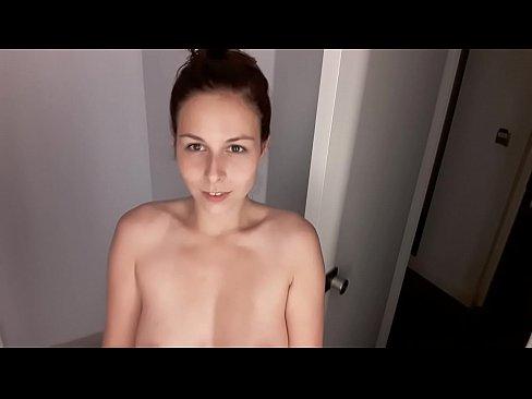 Face O Filmare Porno Cand Se Masturbeaza Si Apoi Se Fute In Dush