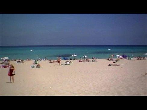 Tarfulita Se Dezbraca Pe Plaja Si Cauta Baiat Sa O Futa