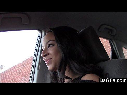 Chupando e trepando dentro do carro