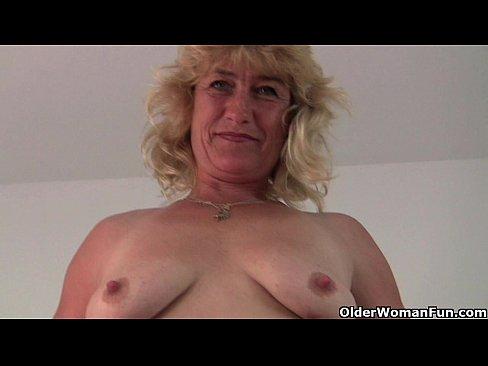 Порно очень глубоко и долго сосет скрытая камера фото 7-755