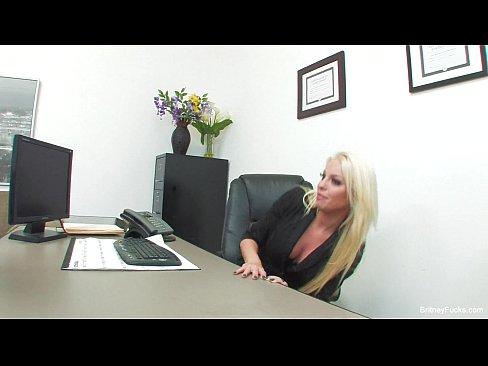 I Se Pare Interesant Sa Se Futa Cu Barbatul Care A Venit La Interviu