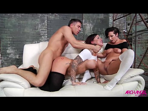 Jada Stevens sharing hard cock in threeway with Karma