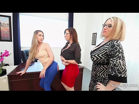 zoey holloway sub esp caught in action by my stepmom 720p parte 1