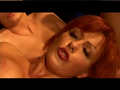 Corno filma sua coroa loira sentando na piroca (blonde mature wife fucking)