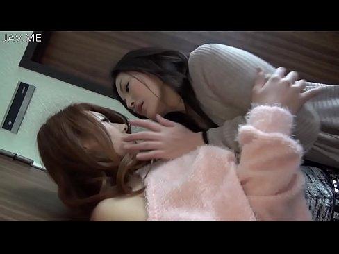 瀧澤まいと牧野遥と濃密レズビアンで指マンや接吻をしております!  瀧澤まい  【エロ動画】