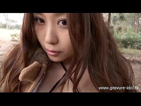 枯葉の絨毯で敷き詰められた雑木林で淫乱下着の西田舞ちゃんに露出プレイさせる過激イメージビデオw