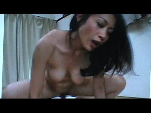 友田真希 顔射を要求する巨乳なグラマー美熟女