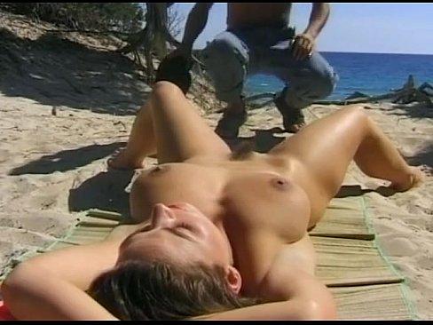 Morena Com Peitos Enormes Faz Filme Amador Fodendo Na Praia