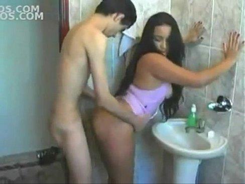 Moreninha desesperada por sexo transa com seu primo da roça .