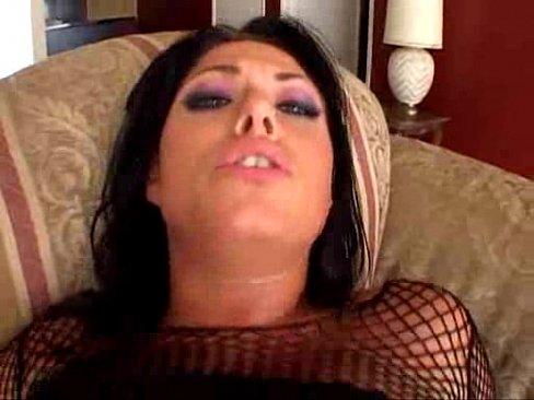 Morena linda fazendo um suruba com dupla penetração