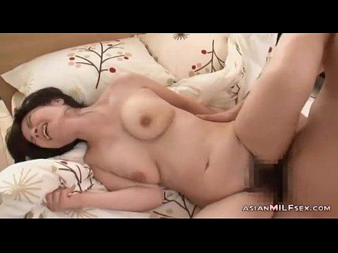 人妻 巨乳熟女とハメ撮りSEX  日本人動画|巨乳屋 無料巨乳エロ動...