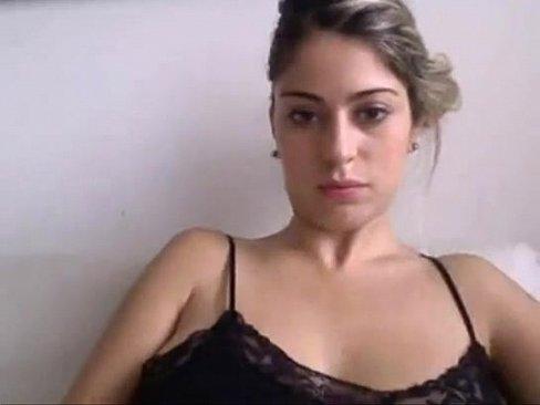 Brasileira linda fodendo sua deliciosa buceta com cara que ela conheceu na internet .