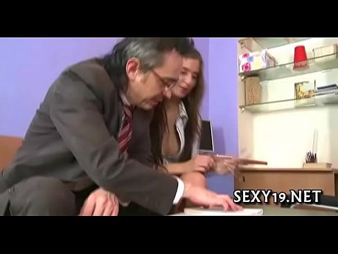 Profesor Sexy Profita De O Virgina Tocilara Pe Care O Si Fute