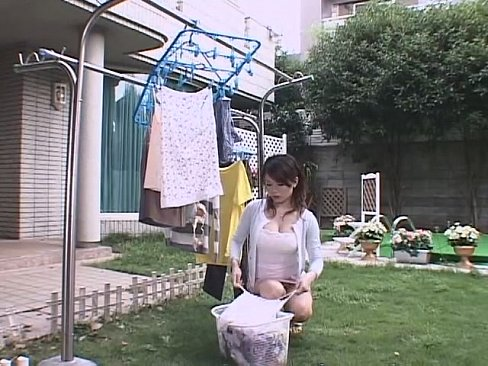 【パンチラ】洗濯中の熟女義母のパンチラに欲情!日常に潜むエロスに息子の色欲が暴走する!