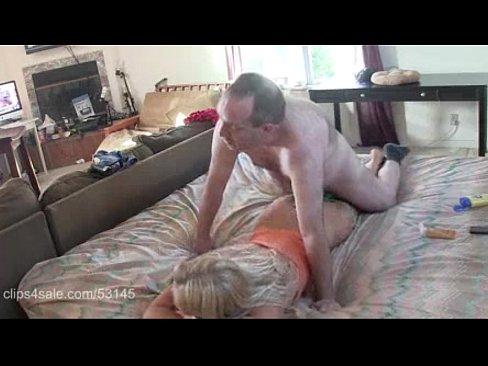 Tiozao fazendo sexo porno e amador com a adolescente