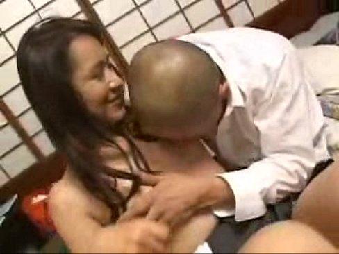 熟女の無料obasan動画。人妻・熟女動画:生徒を教える家庭教師が勢いに負けてしまってエロ行為