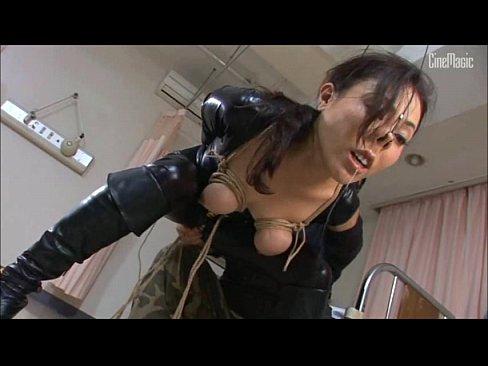 敵のアジトで捕まった美巨乳捜査官を縛りし、鼻フックをしながら肉棒で犯す拷問キチク強姦。