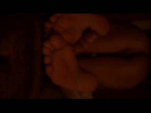 Culo e piedi della mia Tipa sega con i piedi amatoriale