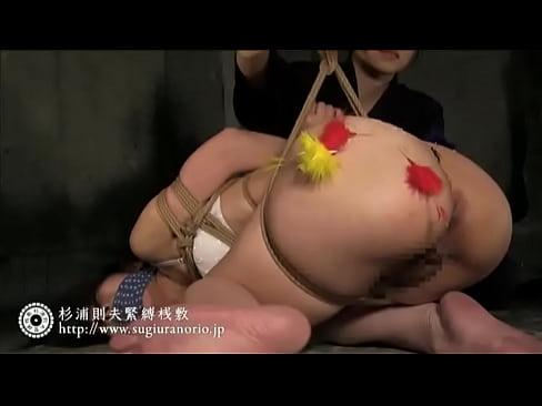 猿轡を付け緊縛した美女。美尻に針を刺しながら熱々蝋燭を垂らす鬼畜SMプレイ。