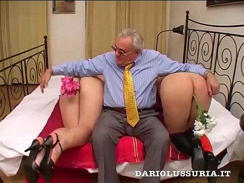 Velho Rico Adora Uma Orgia