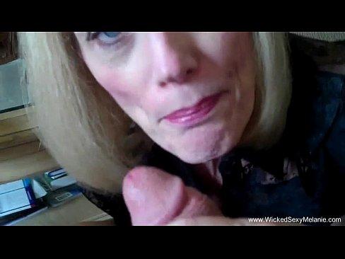 Uma avo viciada em sexo e chupada