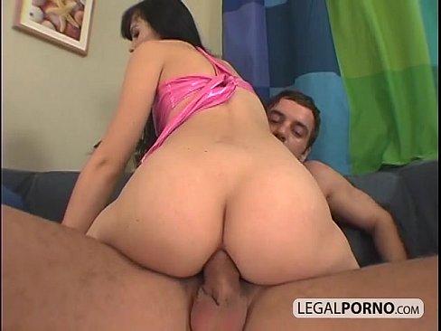 Novinha sentando gostoso na pica do macho que goza dentro
