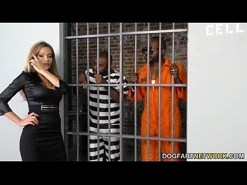 Advogada Gostosa Vai Visitar Cliente Na Cadeia E Acaba Fodendo Muito Com Dois Detentos