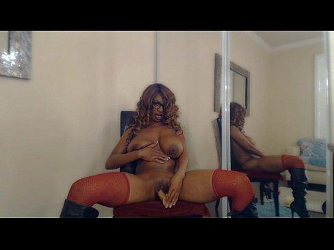 Stripper Mostra Sua Bucetinha E Seus Lindos Peitos Antes De Socar O Consolo Na Bucetinha Apertada