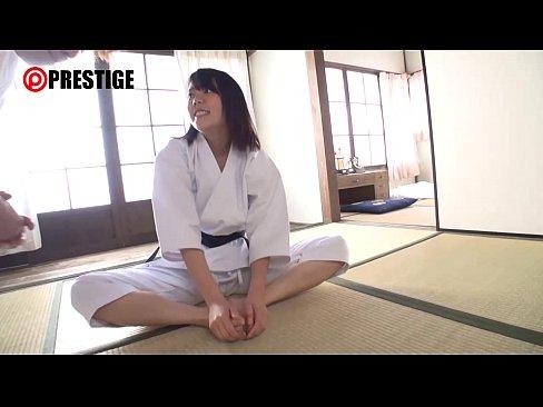 美尻の美女の無料siofuki動画。美尻の美女の巨乳柔道家と違う技を開発!