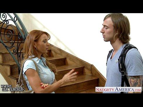 Professor gozando na cara da novinha em bucetas porno