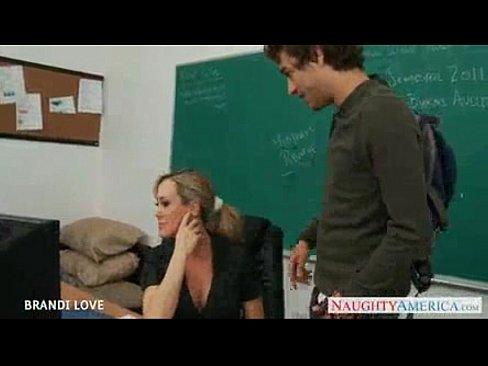 Brandi transando com um estudante