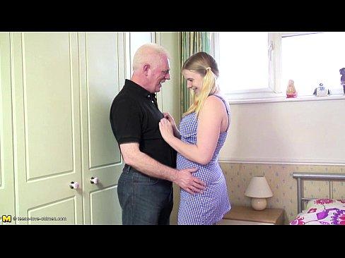 Novinha e a pica do velho