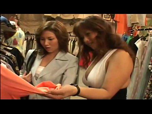 買い物に来た熟女をギャル店員が、更衣室で体を触り突然のレズレイプで無理やり犯してしまう