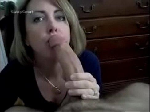 Film Porno Sex Cu O Eleva Ce Adora Sa Suga Pula