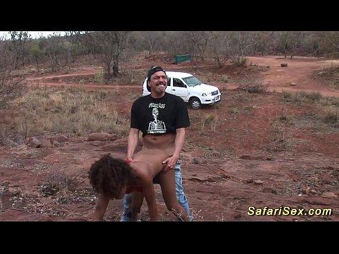 Comendo Uma Africana Magra No Meio De Safari