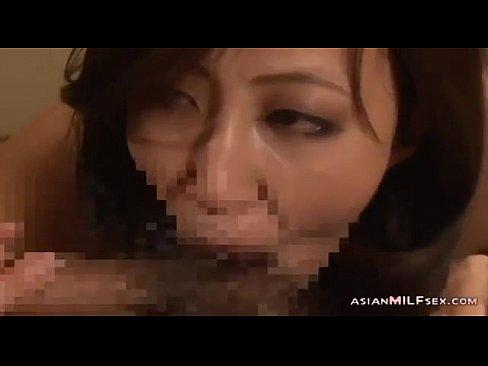 [熟女]妖艶美熟女がバイブをドエロく舐め上げてオマンコに挿入のおねだり