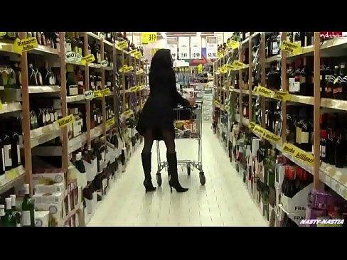 XVIDEOS mulher enfia plug no cu dentro do supermercado free