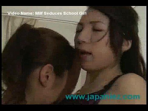【キス】求めあう二人の熟女がねっとりとしたキスから全身舐めあい-レズビアン