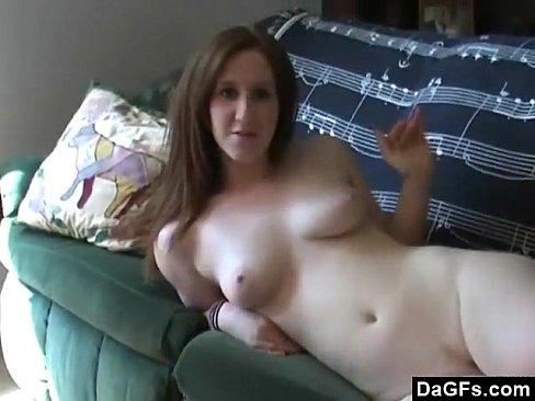 Vadia Se Masturbando No Sofá E Chupando Meu Pau