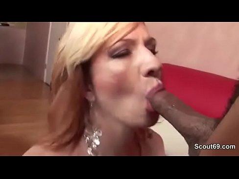 изменила мужу прямо в ресторане порно