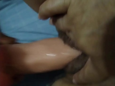 Metendo 19 cm de consolo nela pra gozar