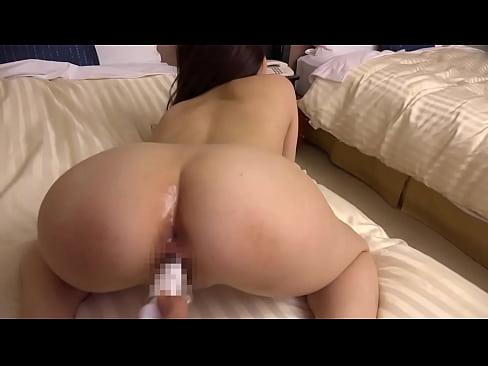 隠れ巨乳の素人娘がベッドの上で乱れてしまう!セックス動画