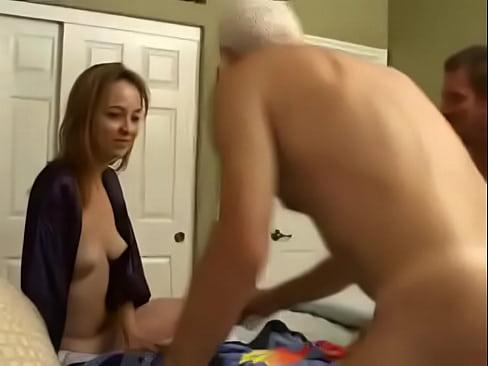 Дед воспользовался моментом онлайн порно 3 фотография