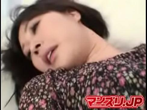 【無料エロ動画】毛深いまんこをおぱんちゅの上からこすりG行為するぽっ...