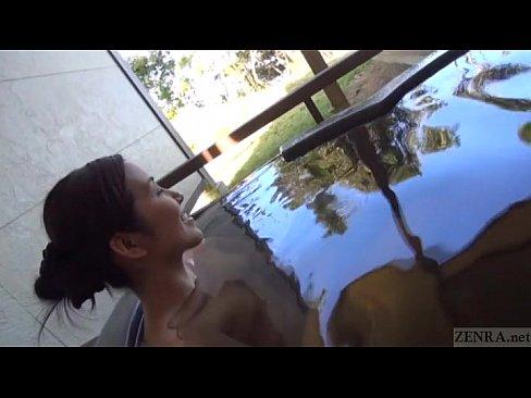 【熟女・人妻の不倫動画】不倫旅行にウキウキワクワクの素人妻と露天風呂でのSEX!!
