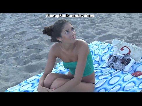 Moreninha Deliciosa Marca Encontro Na Praia E Fode Em Todos Os Buracos