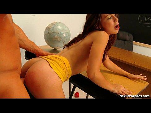 скачать порно видео в магазине молодые девушки