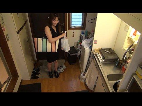 エロさが滲みでている人妻を自宅に呼んでハメ撮りを隠し撮りするナンパ師