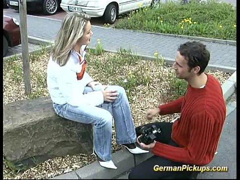 Пикапер познакомился с девушкой на улице и раскрутил ее на трах в попу